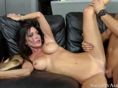 Beautiful Busty Mom Jessica James Gives Her Head